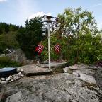 Fuglefredag med nasjonaldag på fôringsplassen, et år i hagen-dagen OG nytt fuglebad! Hurra!