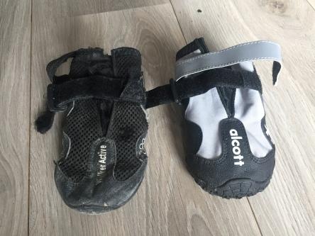 Gammel sokk til venstre, ny til høyre. Den gamle har virkelig fått kjørt seg!